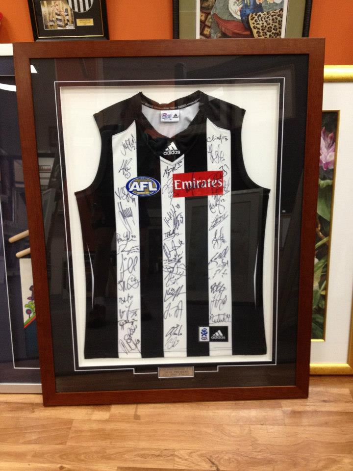 collingwood jersey signed by the team